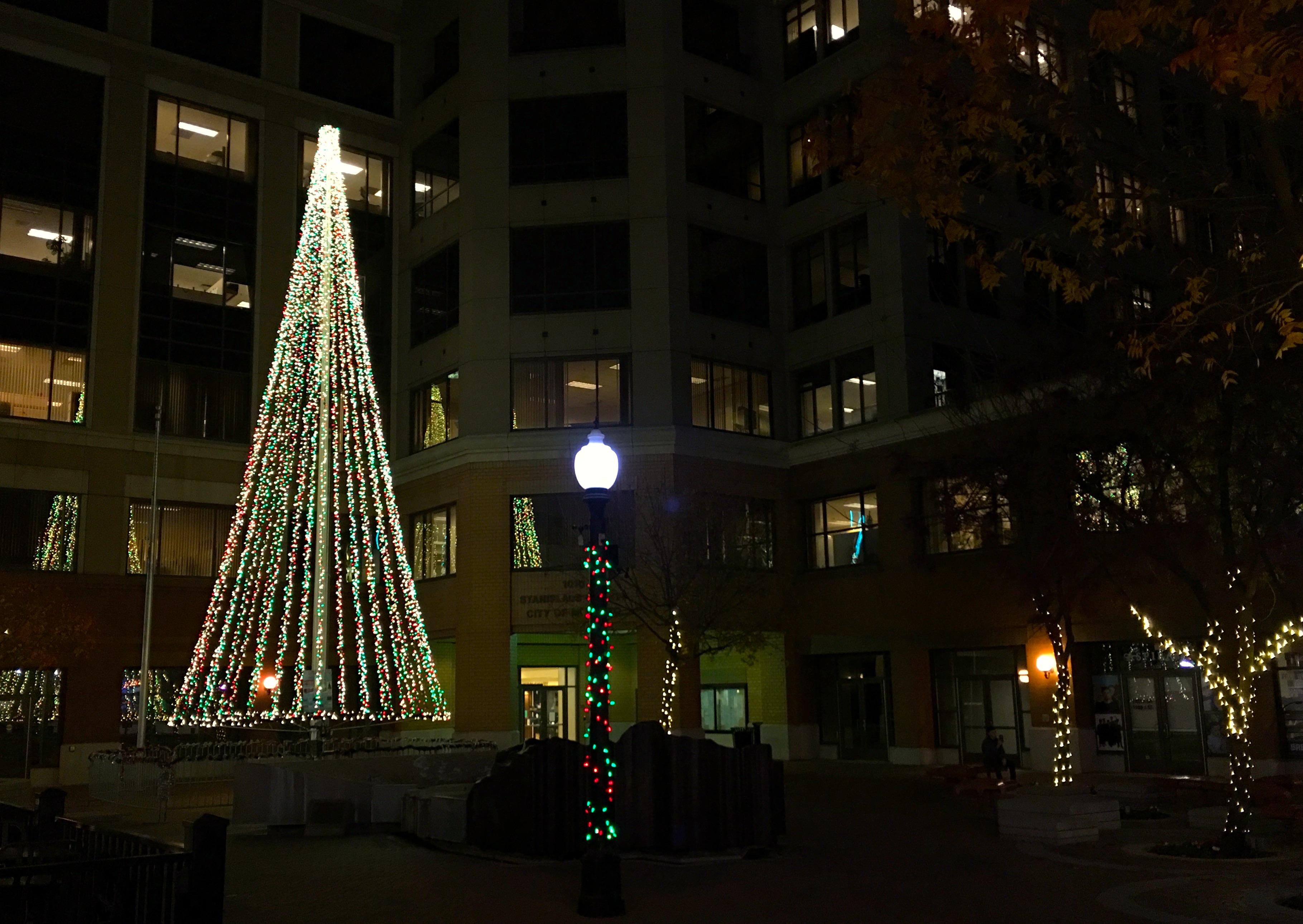 holidayview - Christmas Tree Lane Modesto Ca